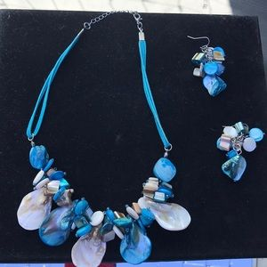 Shell necklace and earrings turquoise colored.